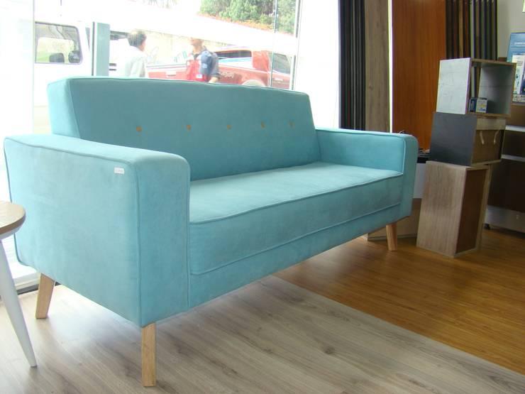 Sofa : Hogar de estilo  por Spazio Diseño y Decoración