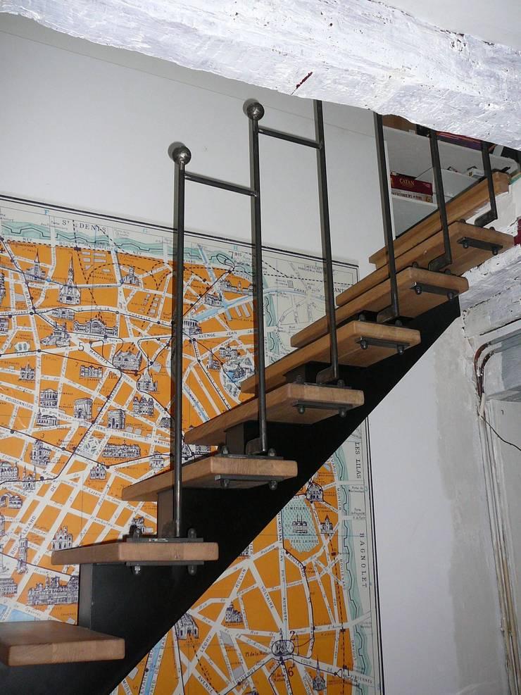 rampe d'escalier en acier Paris: Escalier de style  par ATELIER MACHLINE,
