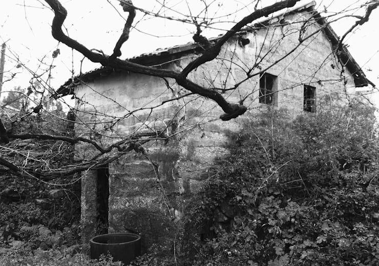 Nhà gia đình by Eurico Soares Teixeira Arquiteto - Unipessoal, Lda