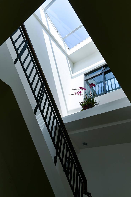 天井:  樓梯 by 瑞瑩室內裝修設計工程有限公司