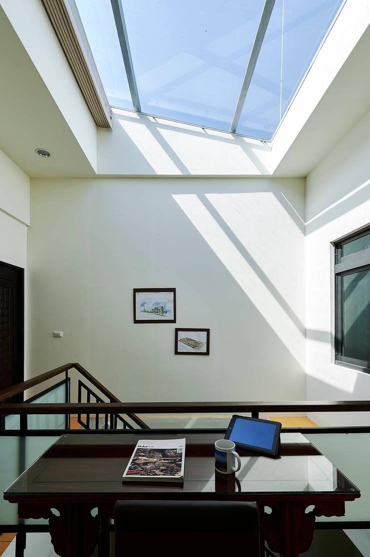 南投埔里住宅設計案:  牆面 by 瑞瑩室內裝修設計工程有限公司