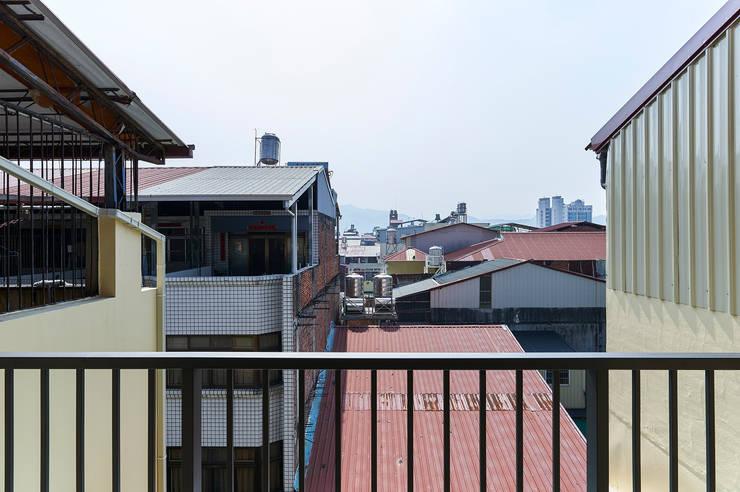 南投埔里住宅設計案:  露臺 by 瑞瑩室內裝修設計工程有限公司