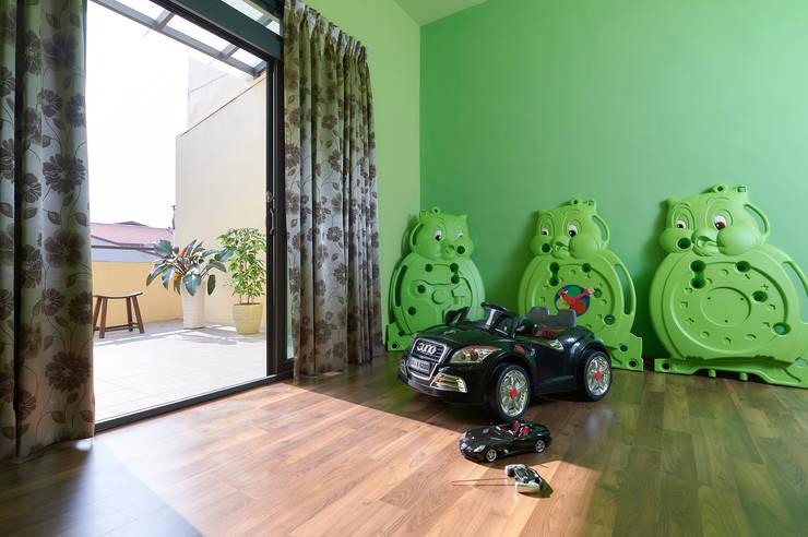 南投埔里住宅設計案:  嬰兒房/兒童房 by 瑞瑩室內裝修設計工程有限公司