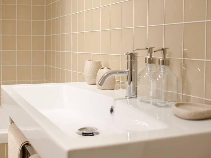 Torneiras que ajudam a poupar: Casa de banho  por Padimat Design+Technic