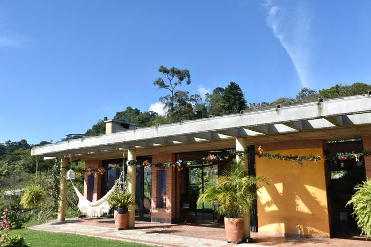 Casas de estilo  de Polanco Bernal Arquitectos
