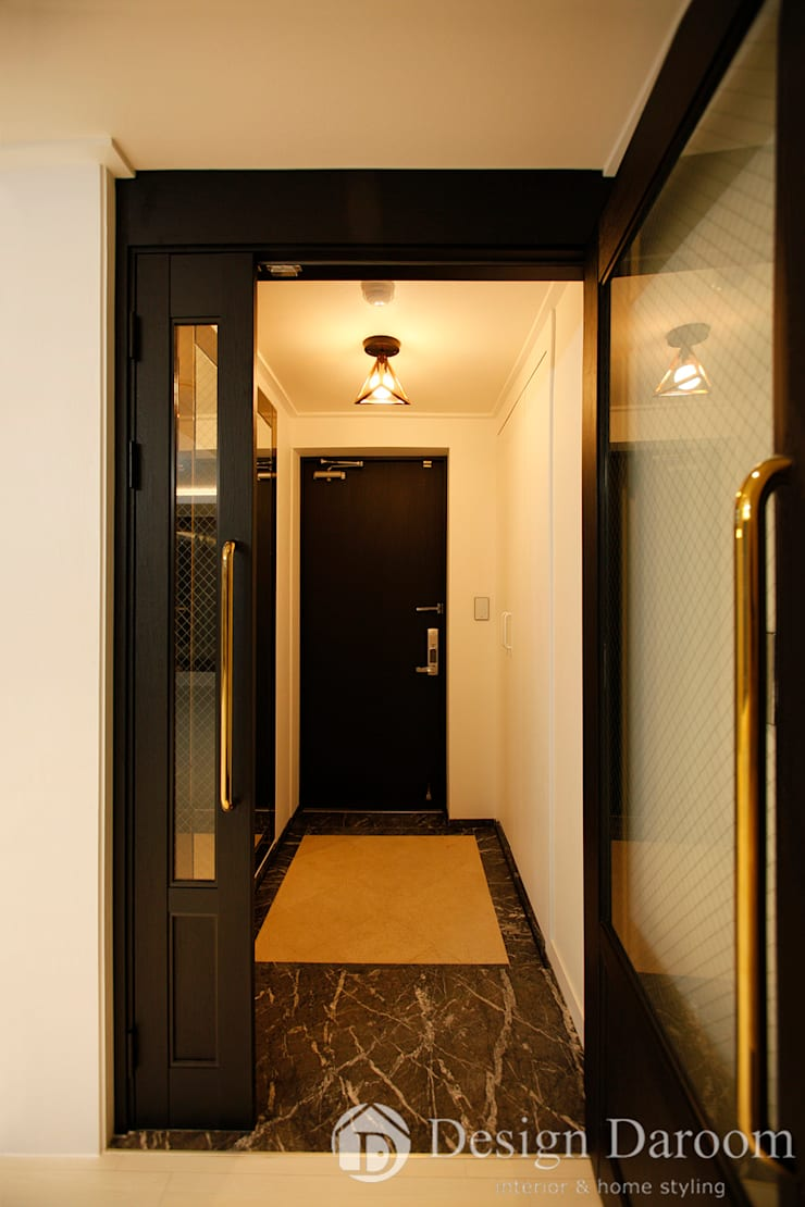 수유 두산위브 아파트 34py 현관: Design Daroom 디자인다룸의  복도 & 현관,