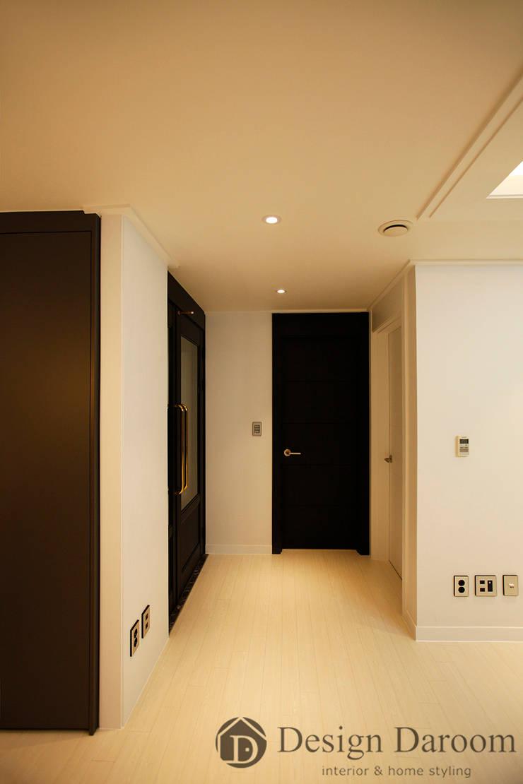 수유 두산위브 아파트 34py 복도: Design Daroom 디자인다룸의  복도 & 현관,