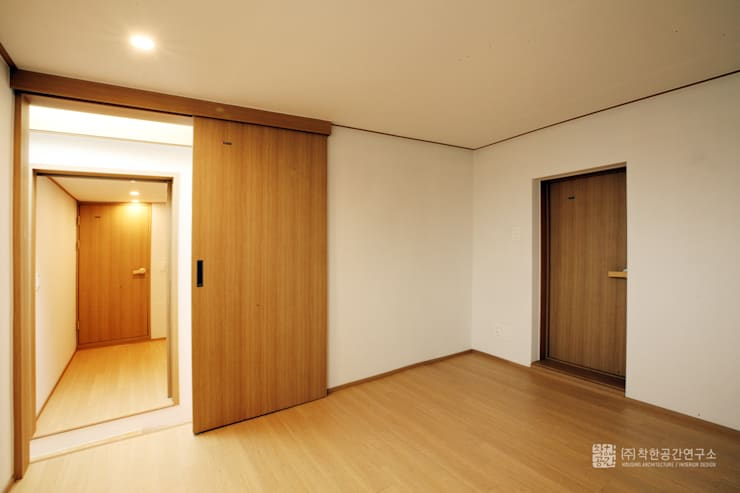 누하동 주택 리모델링: 주식회사 착한공간연구소의  방