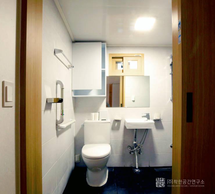 누하동 주택 리모델링: 주식회사 착한공간연구소의  욕실