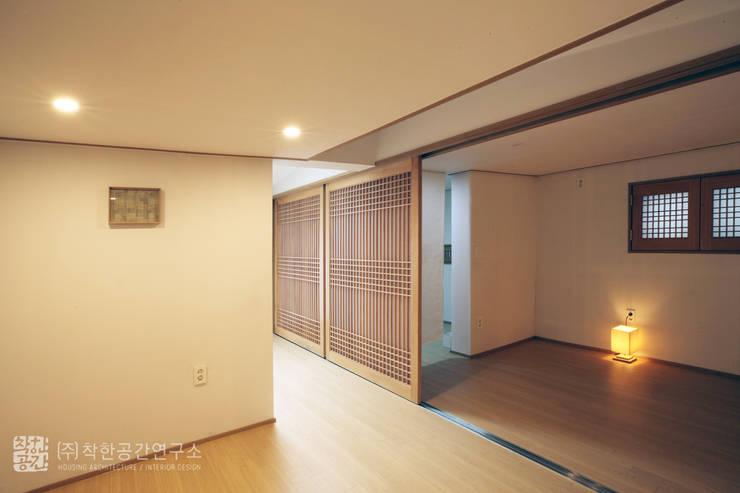 누하동 주택 리모델링: 주식회사 착한공간연구소의  거실