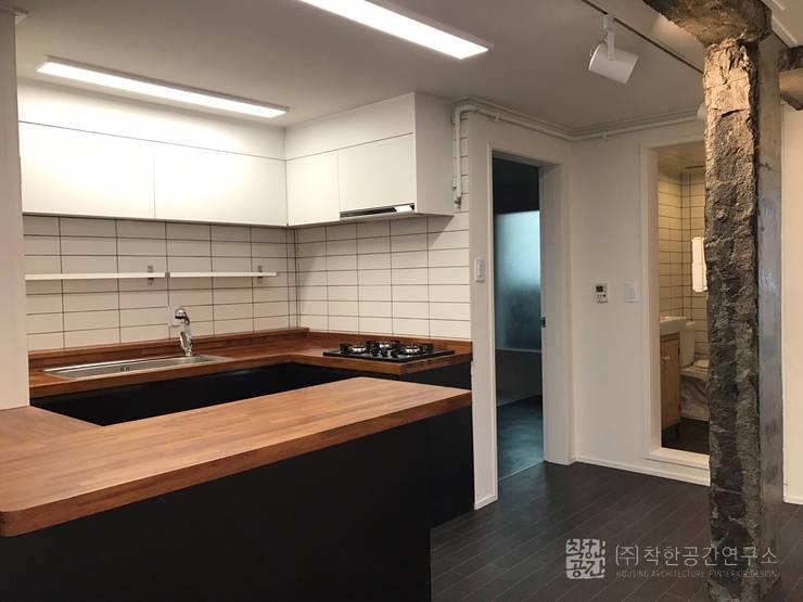 오금동 신혼집: 주식회사 착한공간연구소의  주방,모던