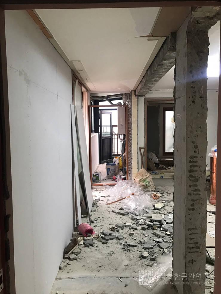 오금동 신혼집: 주식회사 착한공간연구소의  거실,모던