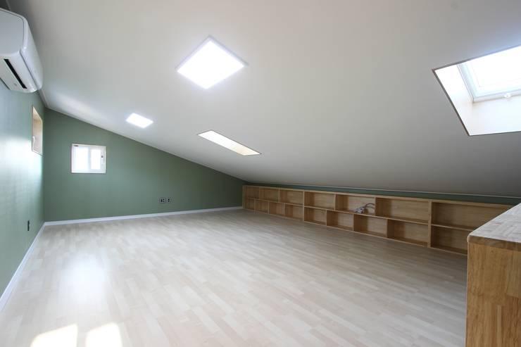 햇살이 가득한 다락방: (주)디엘건축의  방