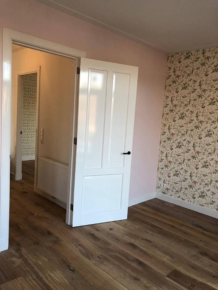 Verbouwing woonhuis Aerdenhout:  Slaapkamer door Puurbouwen