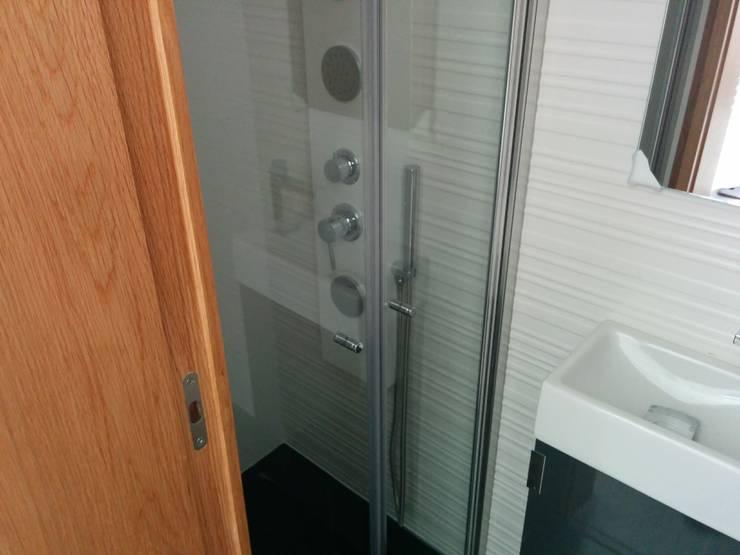 Casas de banho  por homify