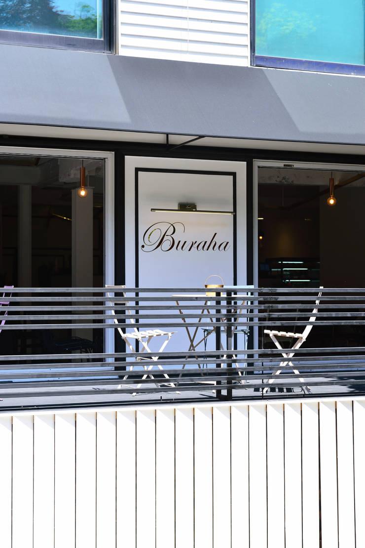 Cafe Buraha: ARTEFACT의  바 & 카페,