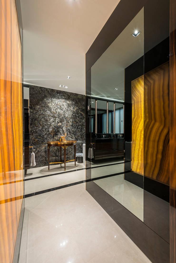 Design & Build: Landed House at Dunsfold Drive:  Bedroom by erstudio Pte Ltd