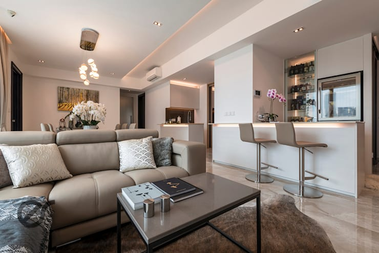 Design & Build: Melrose Condominium:  Living room by erstudio Pte Ltd