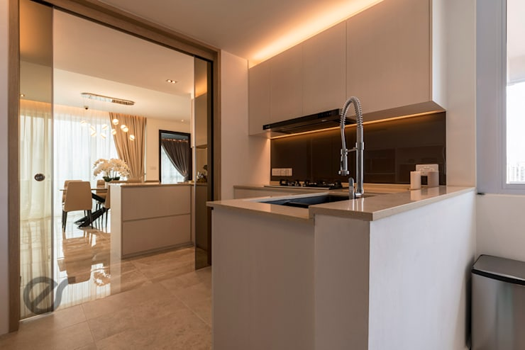 Design & Build: Melrose Condominium:  Kitchen by erstudio Pte Ltd