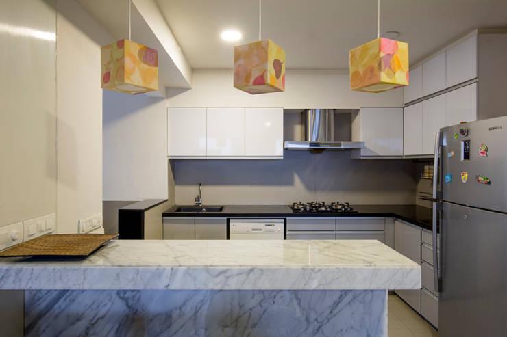 Kitchen:  Kitchen by Kamat & Rozario Architecture