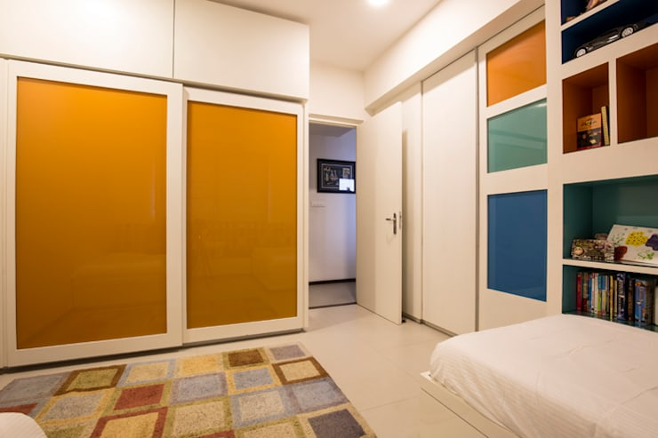 Kids Wardrobe:  Bedroom by Kamat & Rozario Architecture,Modern Glass