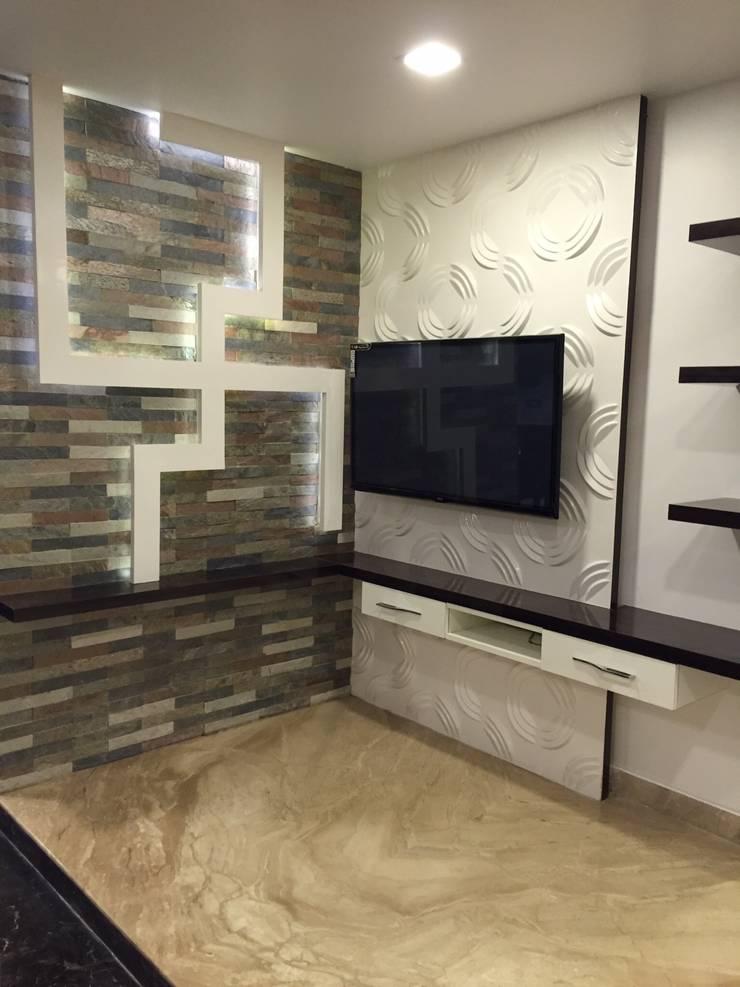 PLUSH & LAVISH VILLA:  Living room by Vdezin Interiors,