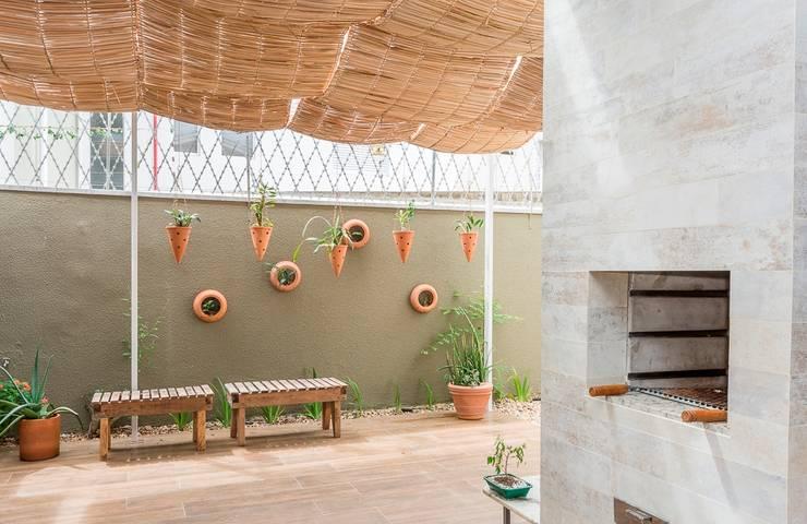 Churrasqueiras : Terraços  por Erlon Tessari Arquitetura e Design de Interiores