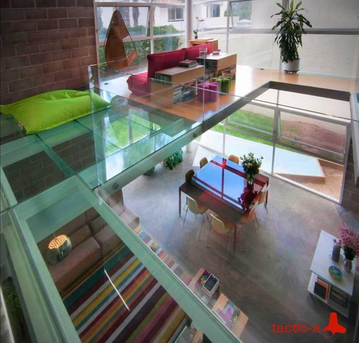 Casa CDP: Salas de estilo industrial por tactic-a