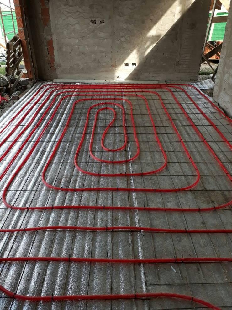 Instalación de caldera con piso Radiante en Barrio Terravista:  de estilo  por INSERT. Calefacción y Energías Renovables,