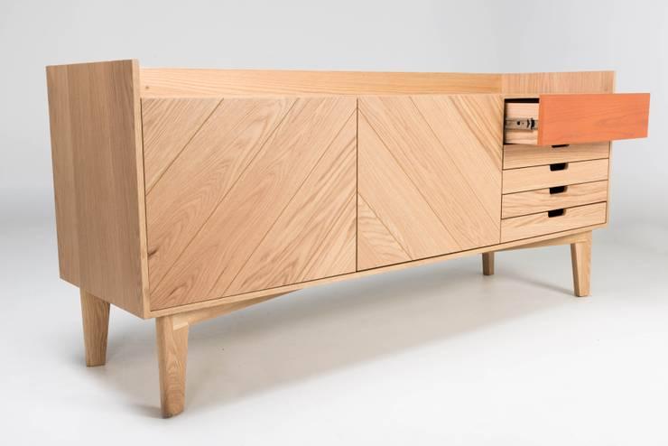 Bufetera de madera Gama: Salas de estilo  por TRRA