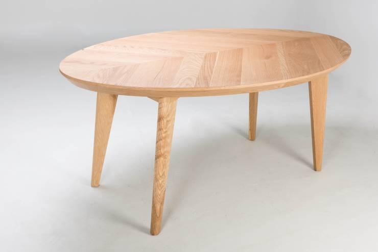 Mesa de madera Gama: Comedor de estilo  por TRRA