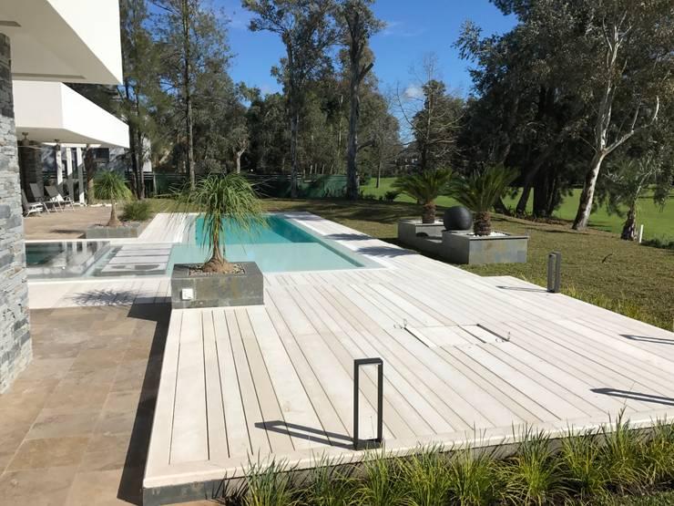 Floors by Surpool - Diseño de Espacios de Agua, Modern