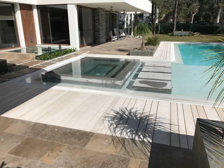 Spa by Surpool - Diseño de Espacios de Agua, Modern