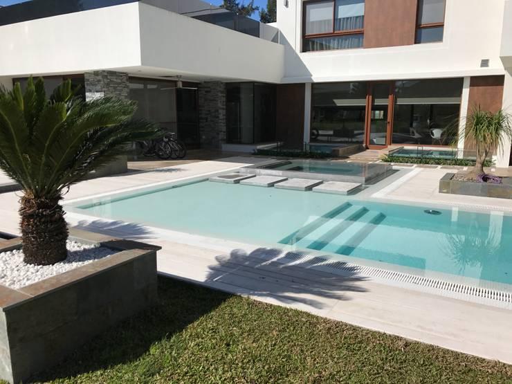 Garden Pool by Surpool - Diseño de Espacios de Agua, Modern