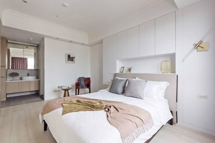 五彩法式:  臥室 by 文儀室內裝修設計有限公司