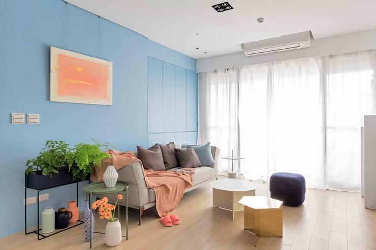 五彩法式:  客廳 by 文儀室內裝修設計有限公司