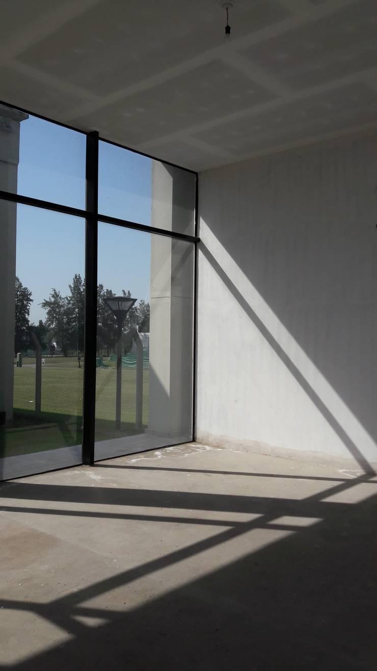 Local comercial: Estudios y oficinas de estilo  por D&D Arquitectura