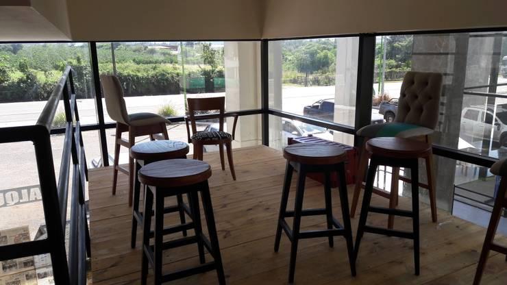 Local comercial: Estudios y oficinas de estilo  por D&D Arquitectura,