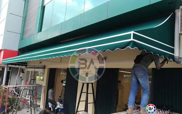 Canopy Kain Jakarta (Canopy Kain Toko Warna Hijau):  Balconies, verandas & terraces  by Braja Awning & Canopy