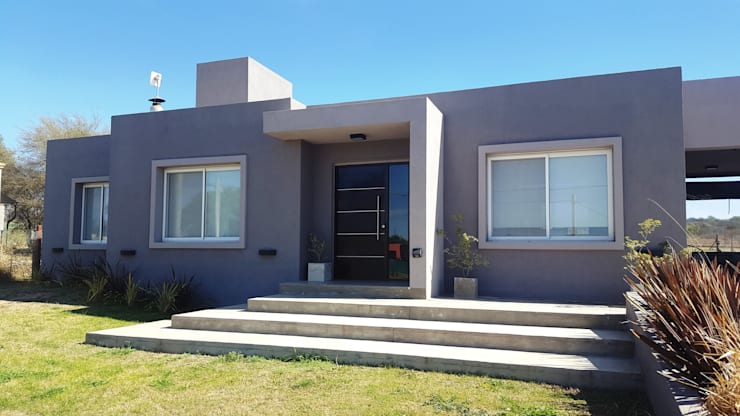 FACHADA MODERNA EN TONOS DE GRIS: Casas unifamiliares de estilo  por INTEGRA ESTUDIO,
