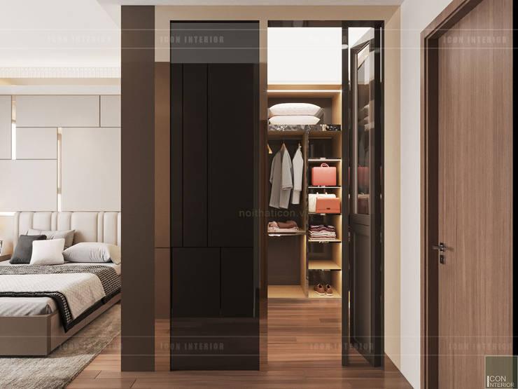 THIẾT KẾ CĂN HỘ VỚI NỘI THẤT PHONG CÁCH CHÂU ÂU – Sarica Condominium Sala:  Phòng thay đồ by ICON INTERIOR