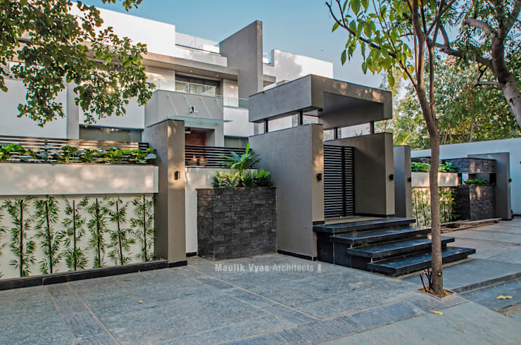 THE GREY HOUSE:  Bungalows by Maulik Vyas Architects,Modern Granite