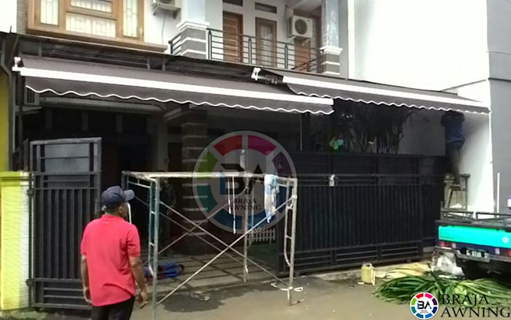 Awning Gulung Jakarta (Rumah Pribadi):  Balconies, verandas & terraces  by Braja Awning & Canopy