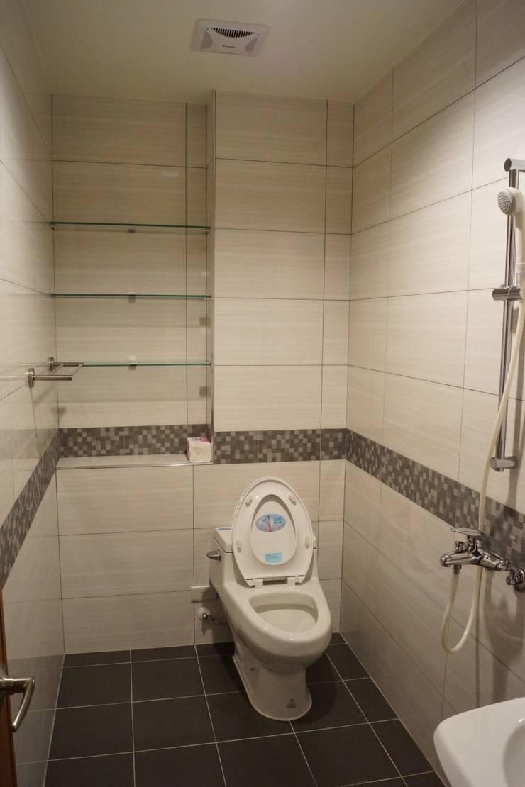 老屋修繕:  浴室 by 利佳室內裝修設計有限公司