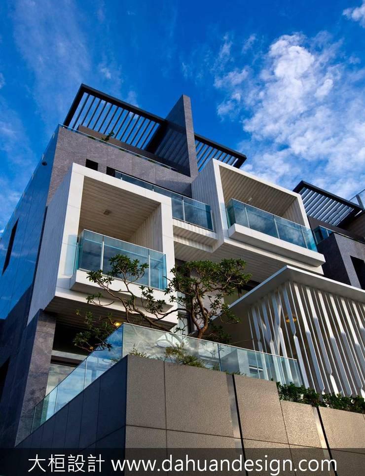 Casas de estilo moderno de 大桓設計顧問有限公司 Moderno Mármol