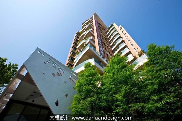 Multi-Family house by 大桓設計顧問有限公司, Modern Tiles