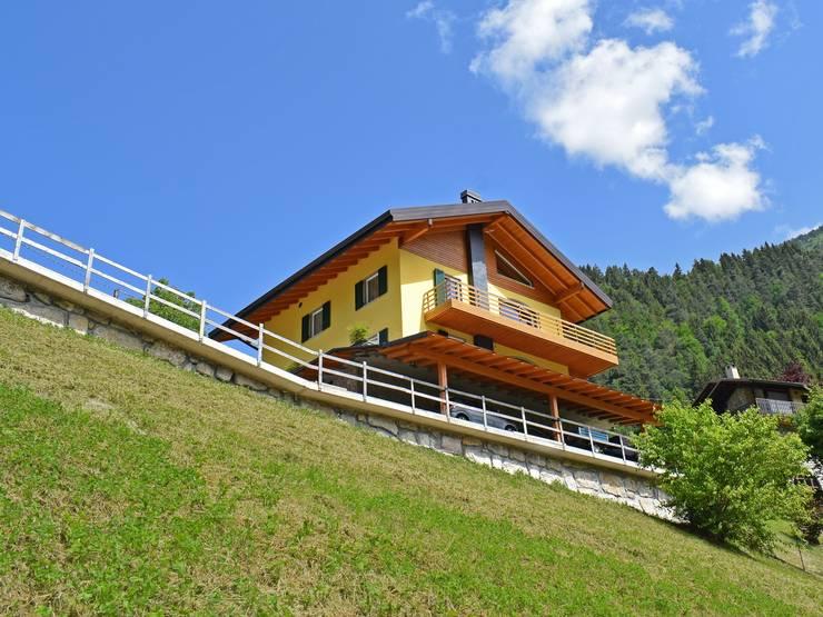 Villas de estilo  por Marlegno