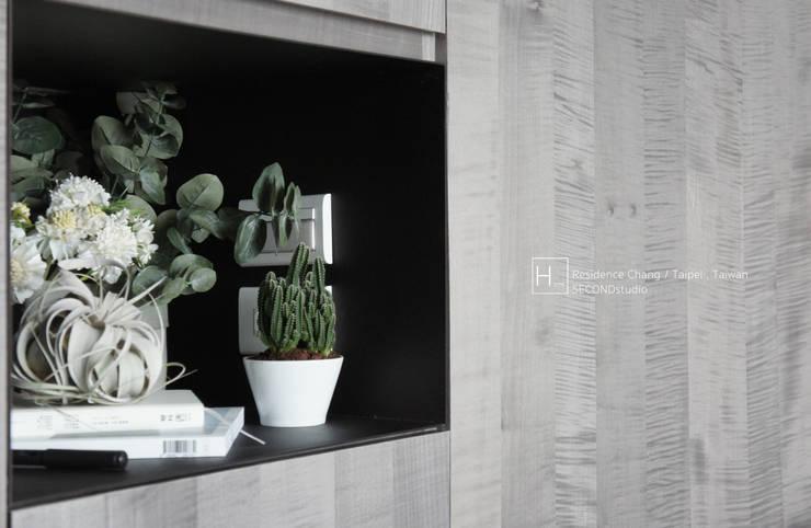 臥室 / bedroom:  臥室 by SECONDstudio