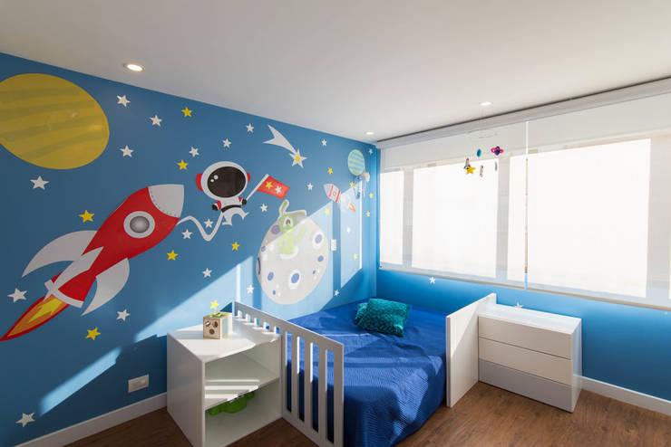97-11A: Habitaciones para niños de estilo  por ARCE S.A.S, Moderno Compuestos de madera y plástico