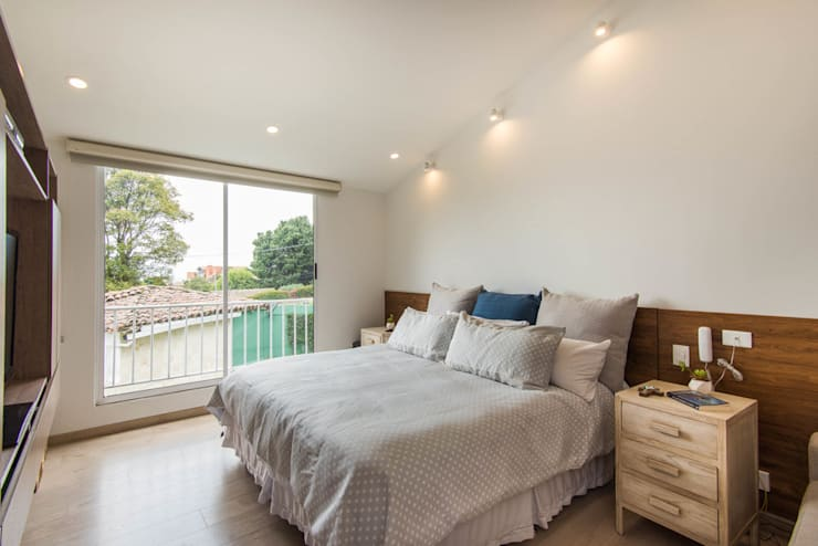 Sotileza: Habitaciones de estilo  por ARCE S.A.S